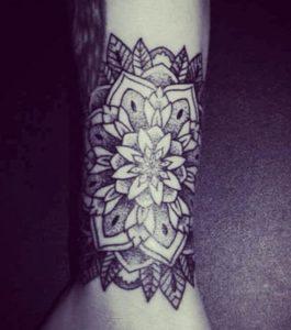 Tatouage Mandala jambe