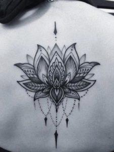 Tatouage Mandala dos