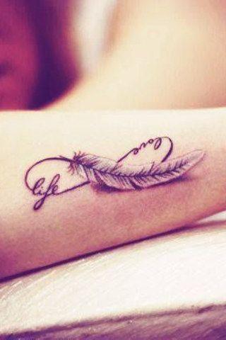 Tatouage amour infini plume