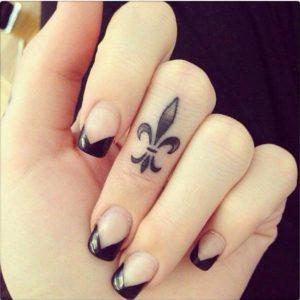 Tatouage sur doigt