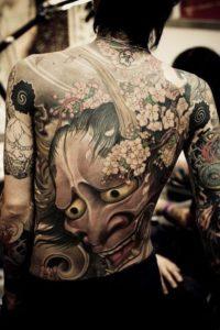 Tatouage japonais femme noir et blanc