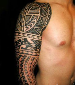 Tatouage maori bras homme