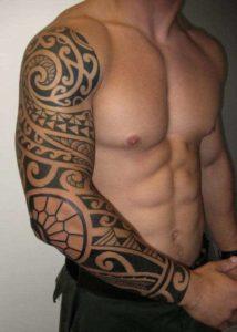 Tatouage maori bras mec