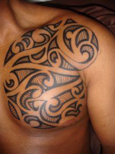 Tatouage de maorie pec