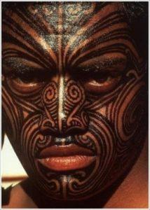 Tatouage de maorie visage