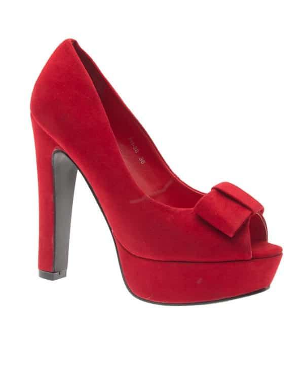 904902a741d5cf Escarpins rouges : comment les porter ?