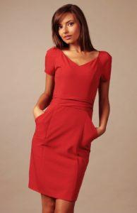 Robe fourreau en rouge