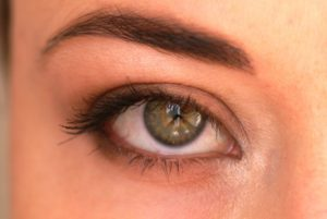 Maquillage nude yeux marron