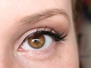 Maquillage pour yeux marron clair