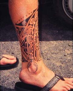 Tatouage cheville homme motif maori