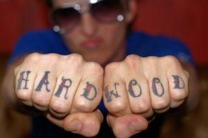 Tatouage doigt homme