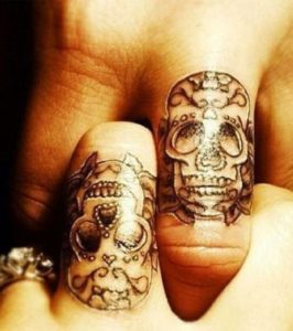 34 Idees De Tatouages Doigt Homme Femme Signification Tattoo Doigt