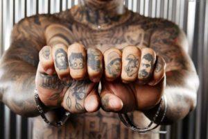 34 Idees De Tatouages Doigt Homme Femme Signification Tattoo Doigt