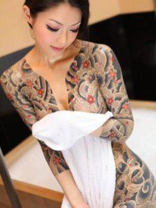 Tatouage japonais femme