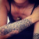 Tatouage mandala bras fleur