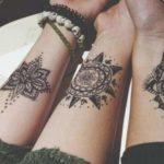 Tatouage mandala femme avant bras copine