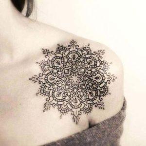 Tatouage de mandala pour femme avant bras