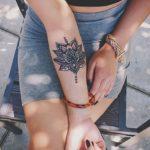Tatouage de mandala femme avant bras