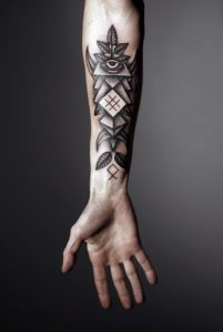 Tatouage de mandala homme avant bras