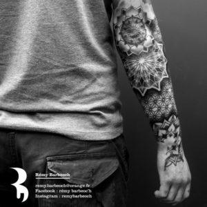Tatouage de mandala homme bras
