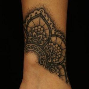 Tatouage de mandala sur poignet