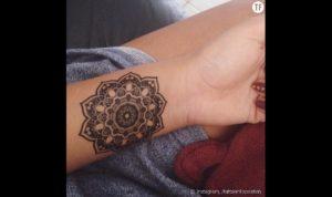 Tatouage mandala poignet fleur
