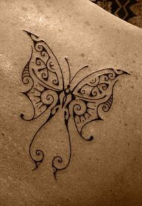 Tatouage maorie papillon