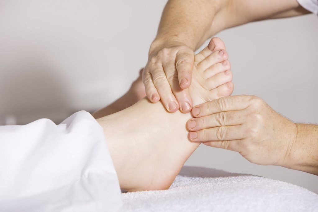 Le spécialiste des pieds : à qui confier les soins ?