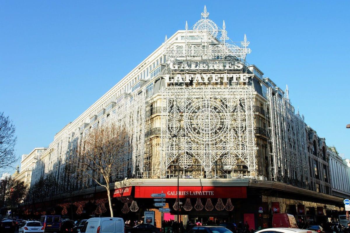 Où réaliser une enseigne de magasin à Paris