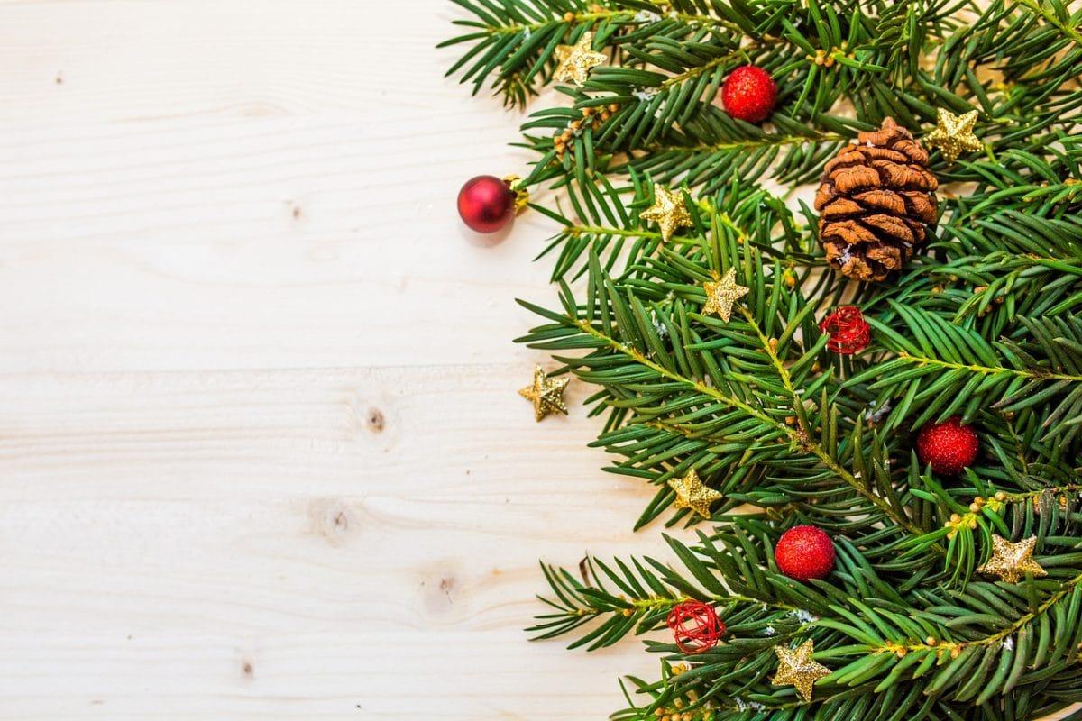 Sapin de Noël artificiel 2020 | Avis & Comparatif complet !
