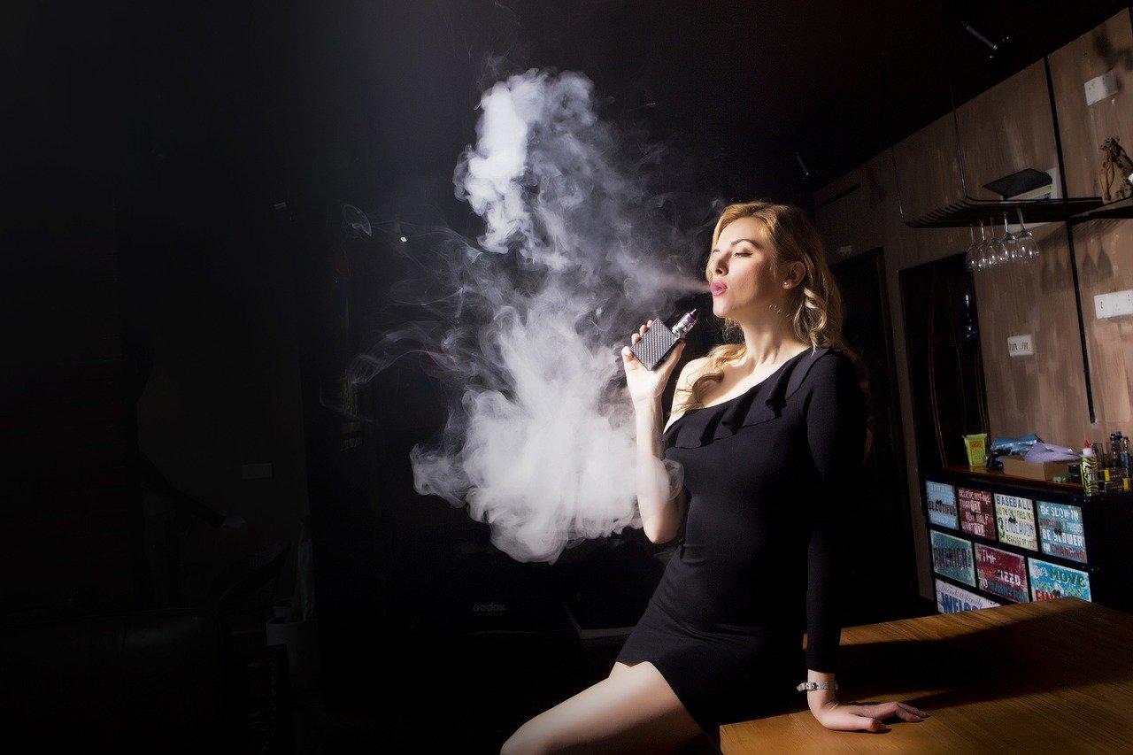 Prendre une cigarette électronique avec des batteries pour l'avion, la cabine ou la soute